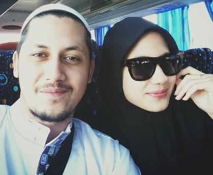 Hasil gambar untuk Pevita Pearce hijab