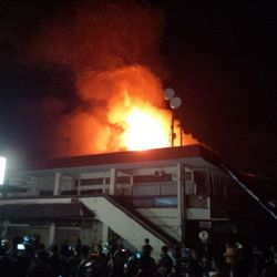 Kebakaran Makin Membesar, Blok D Pasar Kelewer Solo Habis Dilalap Api