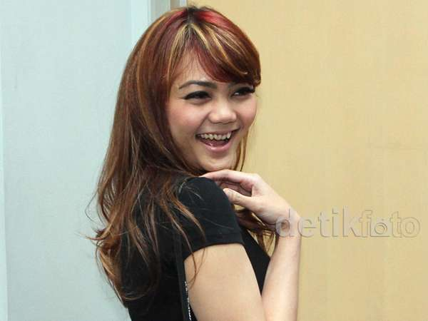 Rambut Highlight Rina Nose