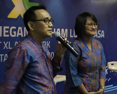 (ki-ka): Hasnul Suhaimi & Dian Siswarini (xl)