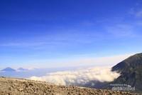 View beberapa gunung yang berderet