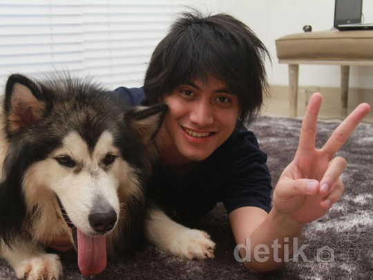 Kevin Aprilio dan Anjing Mahal Kesayangannya