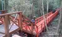 Bagian jembatan yang berkelok.