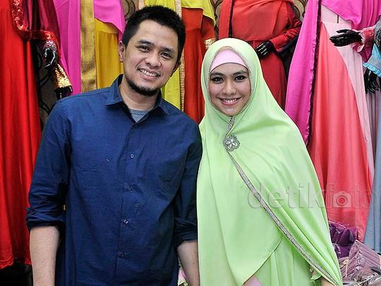 Ultah, Oki Setiana Dewi Buka Toko Busana Muslim