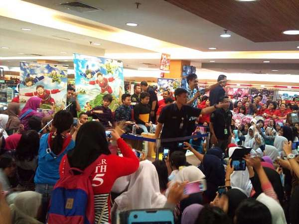 Hebohnya Acara Launching Novel 'CJR The Movie'