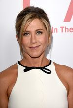 Jennifer Aniston Super Chic di Usia 45 Tahun