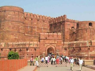 Satu Hari yang Romantis di Kota Agra