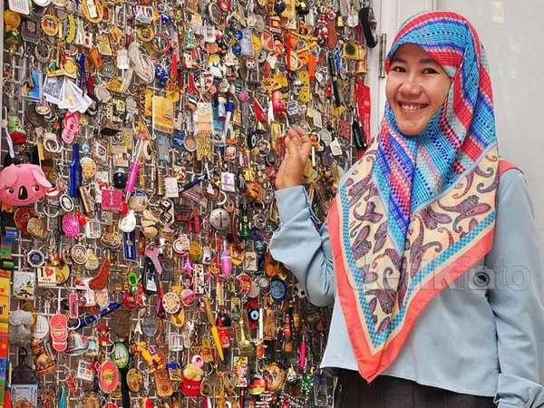 Ratusan Suvenir dari Berbagai Negara Hiasi Rumah Asma Nadia