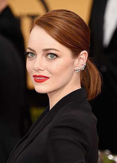Emma Stone Bergaun Menerawang di SAG Awards 2015