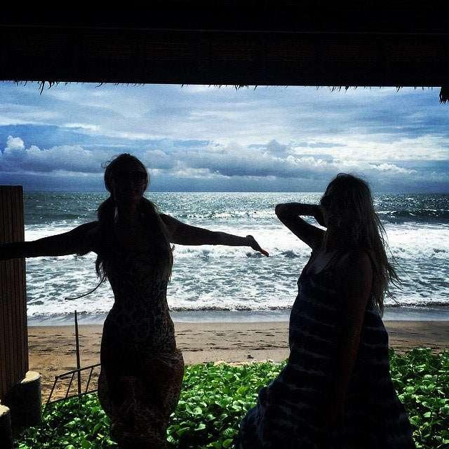 Seksinya Paris Hilton di Bali