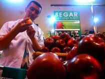 Petugas Sidak Apel Amerika Berbakteri di Riau Junction Bandung, Apa Hasilnya?