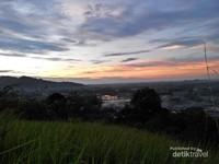 Pemandangan Senja Kota Padang dari Bukit Nobita