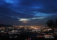 Panorama Kota Padang Jelang Malam dengan kelap-kelip lampu