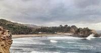 Pantai dari atas tebing