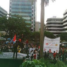 Ratusan Buruh Demo Dukung KPK, Jalur Lambat Rasuna Said Ditutup