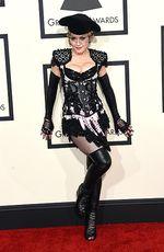 Jadi Matador, Madonna Pamer Belahan Dada di Grammy 2015