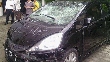 Seruduk Mobil dan Motor, Pengemudi Jazz Juga Tabrak Polisi di Bandung