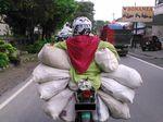 Waspada dan Hati-hati Meski Motor Bermuatan Penuh