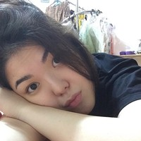Sebelum tidur, Tina tak lupa untuk selfie. (Instagram/Tina Toon)