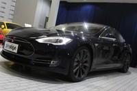 Sensasi di Jok Belakang Mobil Listrik Tesla
