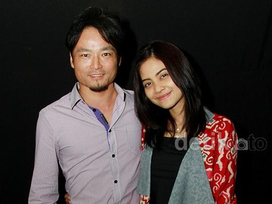 Kemesraan Tiwi eks T2 dengan Suami Tercinta