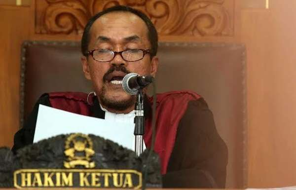 Suryadharma Tertawa Saat Ditanya Bila Hakim Praperadilannya Sarpin Rizaldi