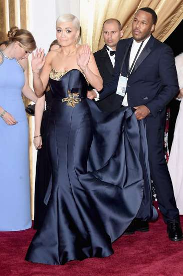 Penampilan Perdana Rita Ora di Red Carpet Oscar 2015