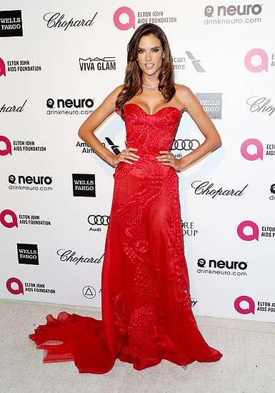 Super Hot Mom! Alessandra Ambrosio Merah Menyala di Pesta Oscar
