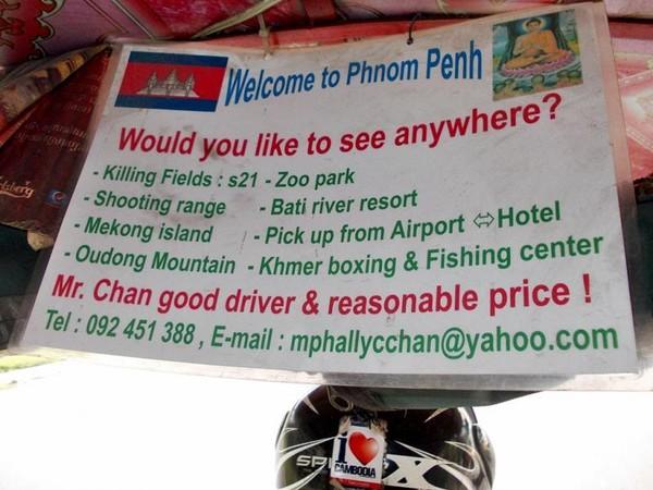 Informasi yang komplit, itulah jurus marketing ala sopir tuktuk di Phnom Penh, Kamboja. Dia memuat informasi lengkap berbahasa Inggris baik tempat wisata, nama, nomor telepon, hingga email. Turis pun jadi mudah mencari dia.