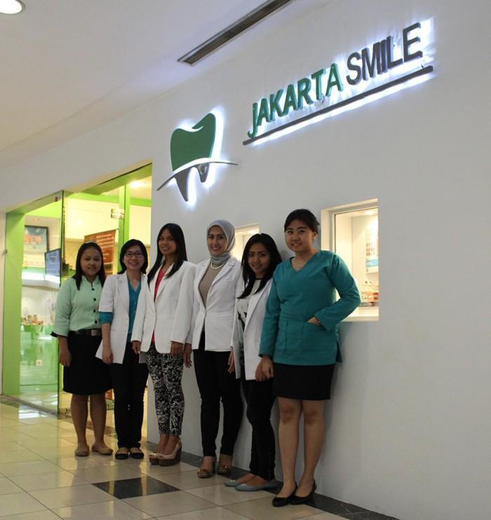 Jakarta Smile 7e75b9678d