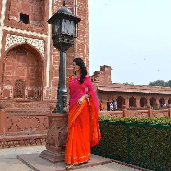 Berpose di Taj Mahal, Farah Quinn Cantik Bak Artis Bollywood