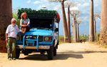 Pasutri Ini Keliling Dunia dengan Land Cruiser