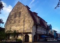 Gedung Geo Wehry, gedung terbesar dan tercantik dikota tua Padang, sayang tidak terawat, sekarang berfungsi sebagai gudang.