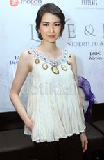 Cantiknya Laura Basuki, Tak Pernah Bikin Bosan!