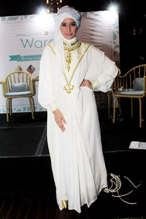 Inneke Koesherawati Senang Ikuti Perkembangan Fashion dalam Berhijab