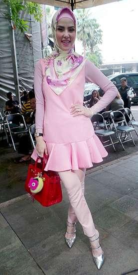 Tengah Kasmaran, Angel Lelga Tampil Serba Pink