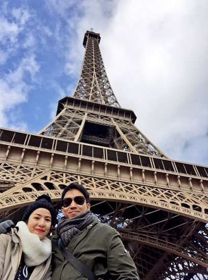 Je t'aime... Natasha Rizki Kecup Mesra Desta di Puncak Menara Eiffel