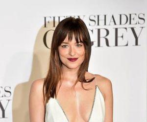Dakota Johnson Gunakan Bulu Kemaluan Tambahan di Fifty Shades of Grey