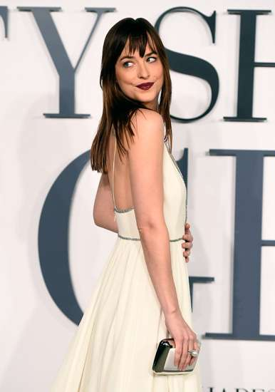 Parade Penampilan Dakota Johnson di Premiere 'Fifty Shades of Grey'