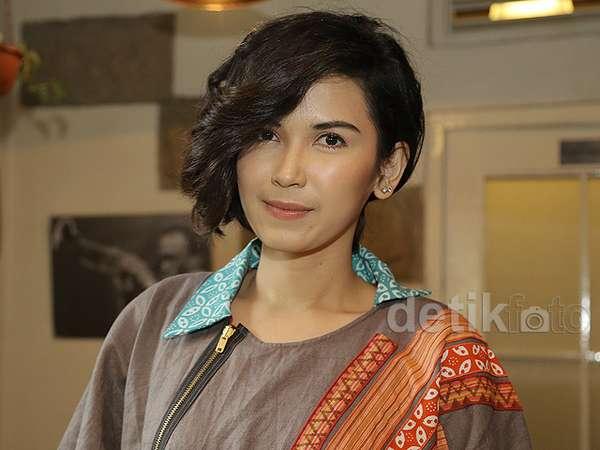 Dinda Kanya Dewi Kini Eksis Main Teater