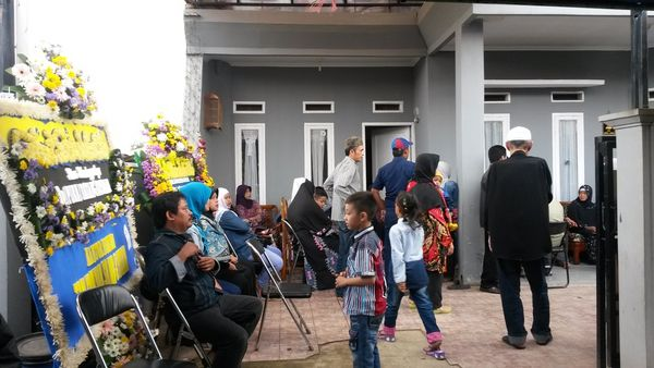 Duka di Rumah Tatang Koswara, Ratusan Orang Siap Antar ke Pemakaman