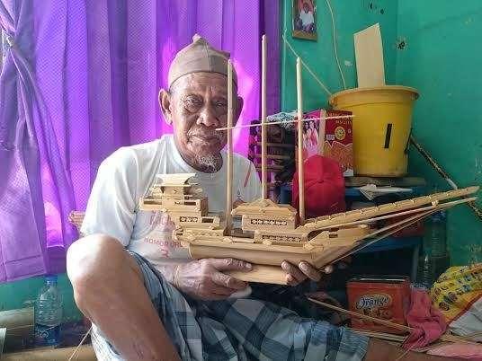 Demi Menghidupi Keluarga, Akhirnya Kakek Sukardi Mahir Membuat Miniatur Pinisi