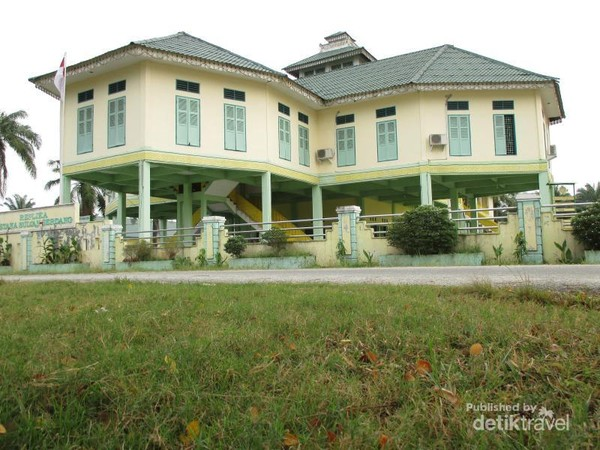 Replika Istana Kesultanan Serdang