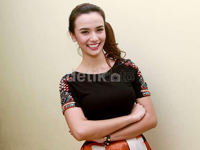 Damita Argoebie, Pemilik Senyum Terindah se-Indonesia