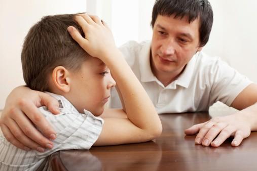 Cara Agar Anak yang Tertutup Mau 'Murah Omong' pada Orang Tua