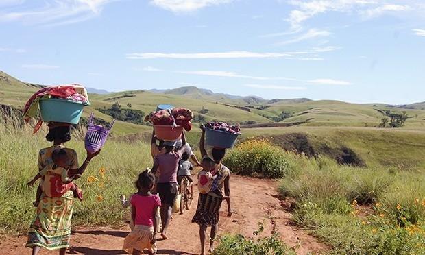Para perempuan Madagaskar (Foto: Reuters)