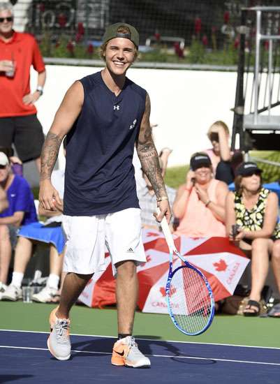 Serunya Justin Bieber Main Tenis di Acara Amal
