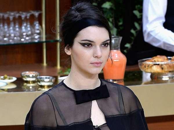 Kendall Jenner Elegan di Paris Fashion Week