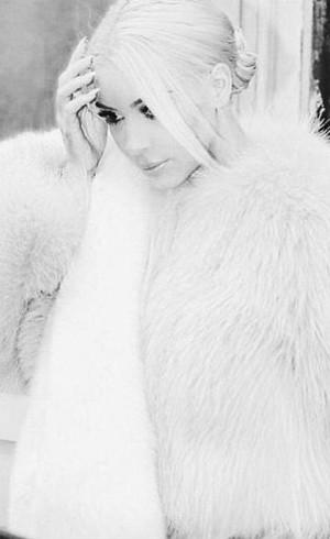 Kim Kardashian Ganti Warna Rambut Ternyata Agar Mirip Elsa Frozen