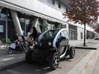 Asyiknya Jajal Mobil Listrik Renault di Paris